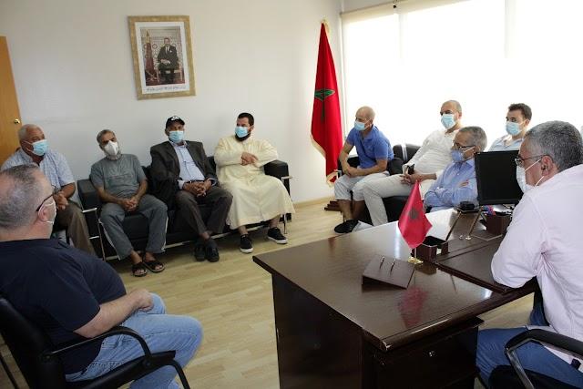 Representantes de las asociaciones marroquíes ante el cónsul de Marruecos en Almería.