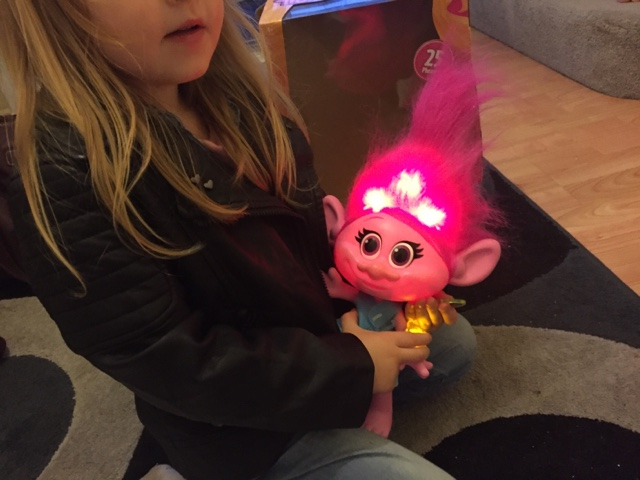 hug-time-poppy-light-up-hair