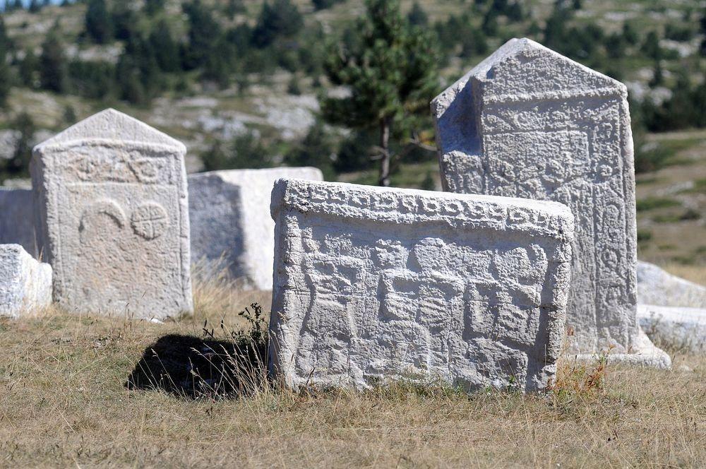 stećci-tombstones