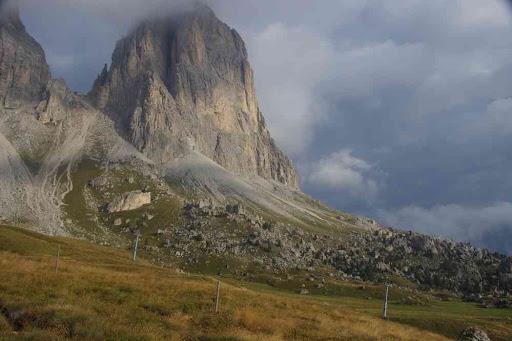 Vers le col de Sassolungo.
