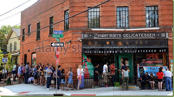 customers-wait-to-enter-zingermans-delicatessen-e64h51