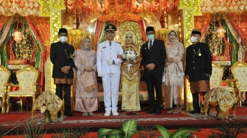 Gubernur dan Wakil Gubernur Sumbar Jadi Saksi Nikah Anak Sulung Devi Kurnia.