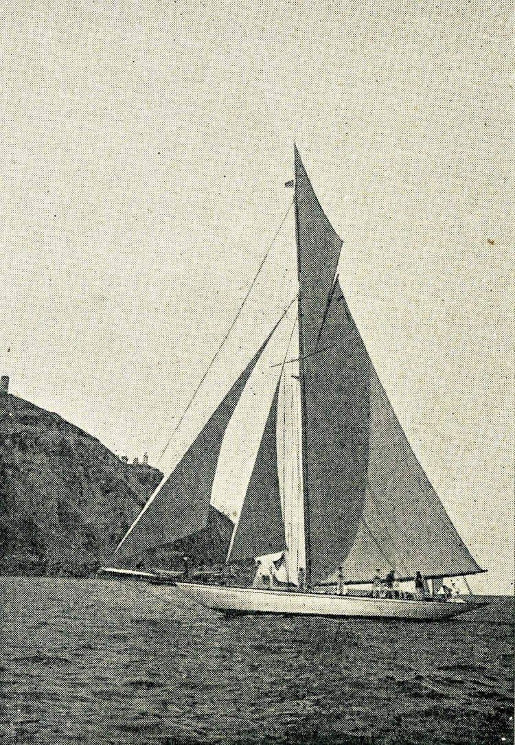 Otra vista del HISPANIA. De la revista Le Yacht. Año 1909.jpg