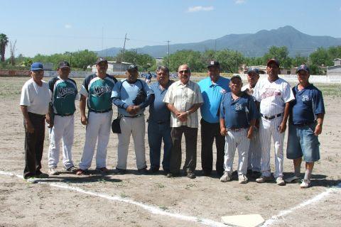 Ex jugadores de Tiburones, ampayers, managers y coaches