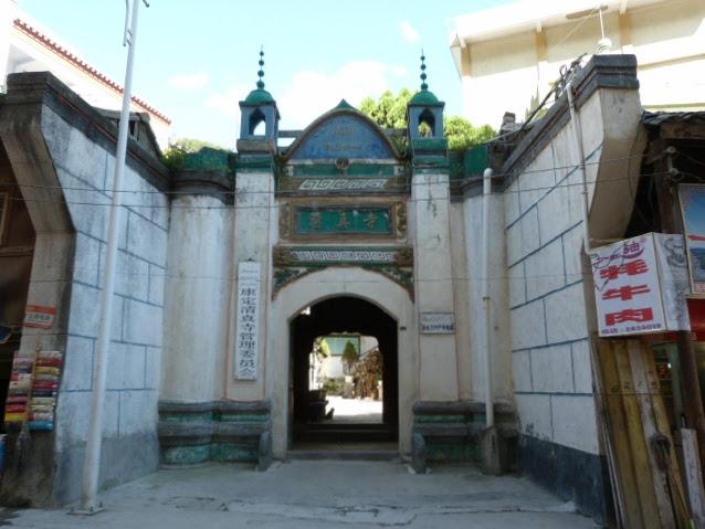 deux lieux de culte dans le même bâtiment église et mosquée,je crois