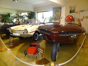 2018.07.02-139 voitures amphibie Hydromobile 1942 et Amphicar 1961