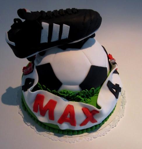936-Voetbal met schoen taart.JPG