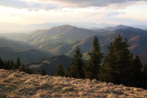 Na sever od Borišova, vľavo Lysec a vpravo Kľak