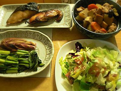 銀だら照り焼き 鶏肉の根菜煮 サーモンサラダ お新香