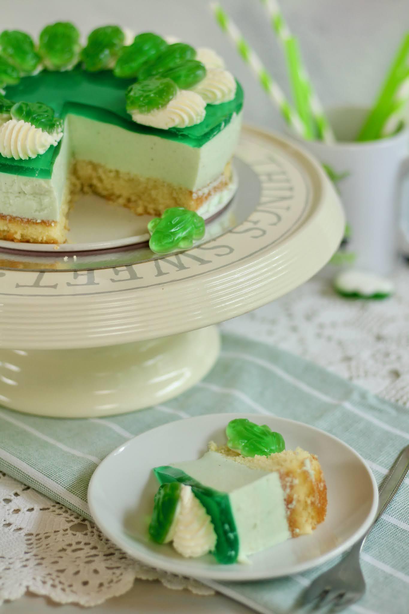🐸 Fruchtig-cremige Waldmeister-Torte mit allerbestem Obstboden, Sahnehäubchen und Fröschlein 🐸 Rezept und Video von Sugarprincess