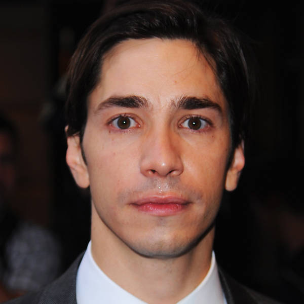 American actor, known for his roles in the films Jeepers Creepers, Dodgeball, and Live Free or Die Hard, Justin Long briefly dated Drew Barrymore but of late he is single.