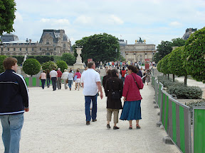 Walking toward the Louvre from the Tuileries