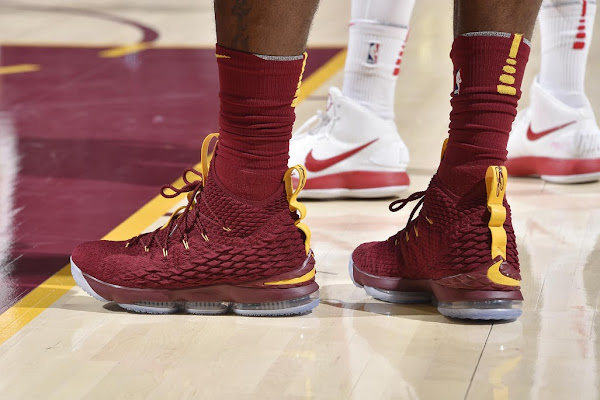 King James Laces Up 2 Pairs of LeBron 15 in Loss vs Hawks