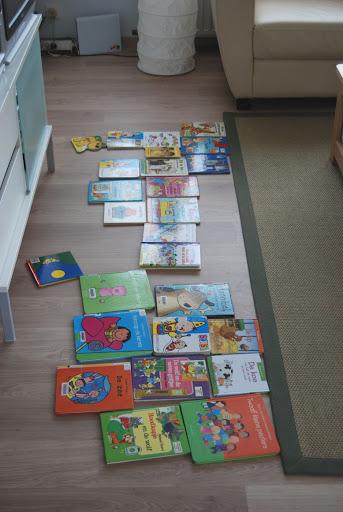 Vanmiddag had ik bezoek van 7 kindjes! En dus moest er rommel gemaakt worden. Ik ontfermde me over de boekjes..