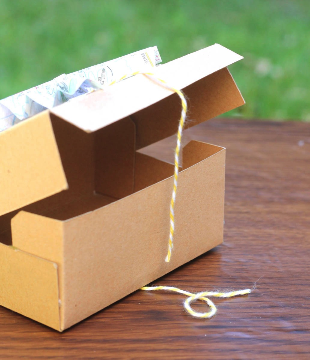 Chipboard box with map bow