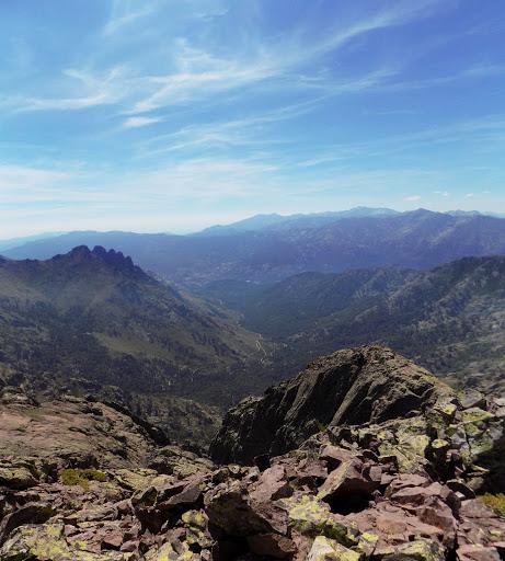 Sommet de la pointe Lejosne : versant Niolu avec les Cinque Frati