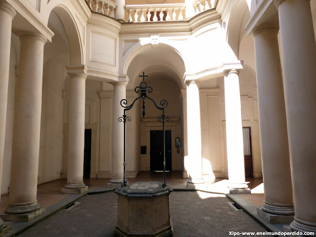 claustro-San-Carlo-alle-Quattro-Fontane.JPG