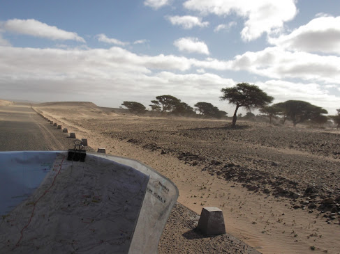 Marrocos e Mauritãnia a Queimar Pneu e Gasolina - Página 9 DSCF1053