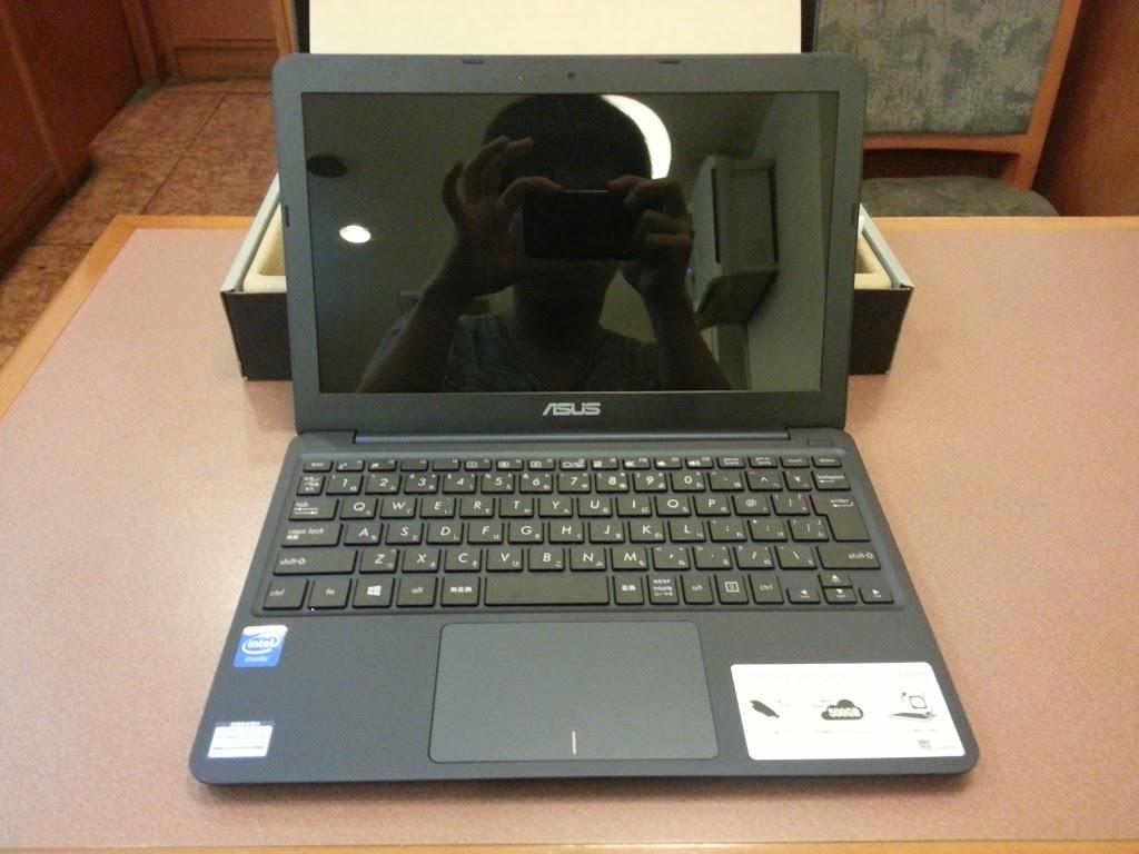 ASUS EeeBook X205TAの写真