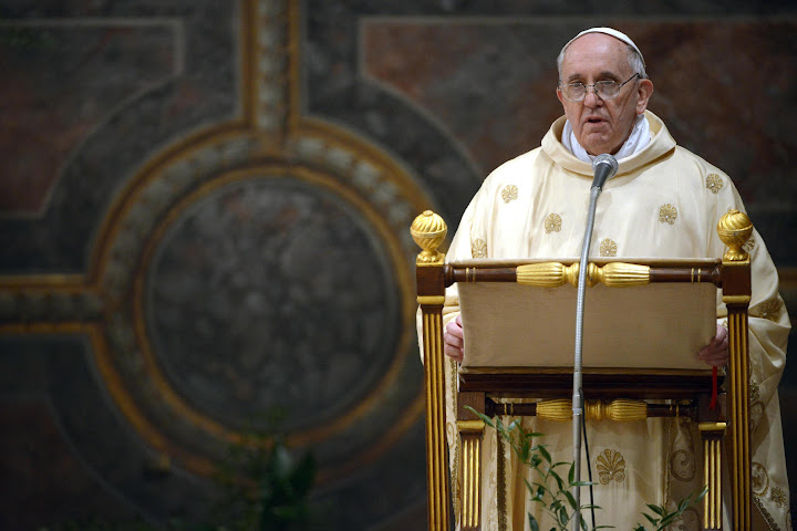 Pope Francis: seeking God and wealth is