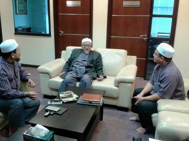 TG Haji Haji Ceritakan Isu Luar Dan Dalam Negara