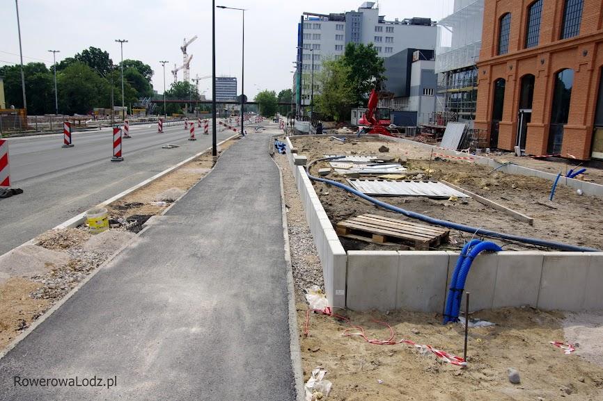 Pojawiający się tu pieszy będzie miał nie lada problem aby ustąpić pierwszeństwo rowerzystom.