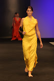 – presentace nastavení 1 sec.LÉTO- NYMFY finále Top Styl Designer 2006 UNIVERSE VERSE UNI -střih bezezbytku - společenský oděv