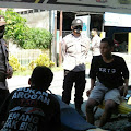 Kunjungi Bengkel Alstar di Malaka,  Kasat Binmas Polres Soppeng Bagikan Masker dan Titip Pesan Kamtibmas