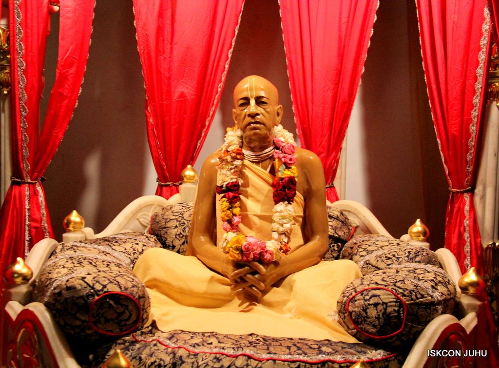 ISKCON Juhu Mangal Deity Darshan on 19th Oct 2016 (14)