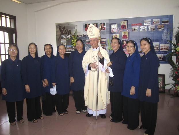 Đại diện Hội Dòng Khiết Tâm Đức Mẹ Nha Trang tham dự lễ phong chức Tân Giám Mục Giuse Đinh Đức Đạo