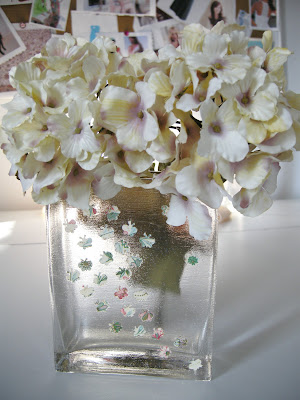 Mod Podge, Easy Mod Podge, Mod Podge Vase, decoupage, Easy Papercrafts, Paper punch, Butterfly Vase, Sparkle Mod Podge