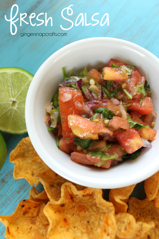 Fresh Salsa Recipe at GingerSnapCrafts.com #recipe #salsa