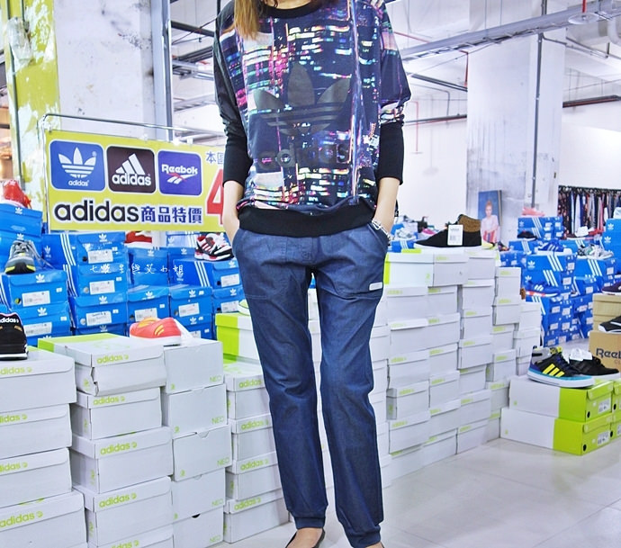 17 台中大墩食衣多品牌聯合特賣會,adidas服飾鞋包3折起、CONVERSE全面5折、愛的世界童裝2折起、牛仔特賣破盤特價、羽絨衣特價、MERRELL、asics、Reebok