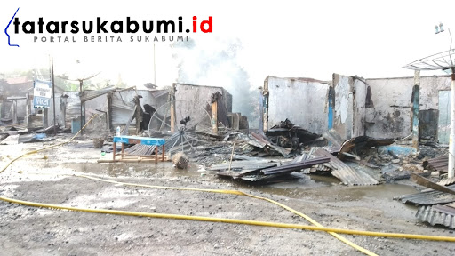 Toko di Kompleks Terminal Cikembang ludes dilalap Api / Foto : Rapik Utama (7/1/2019)