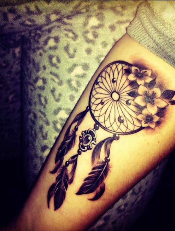 Esta bela blackwork floral peça