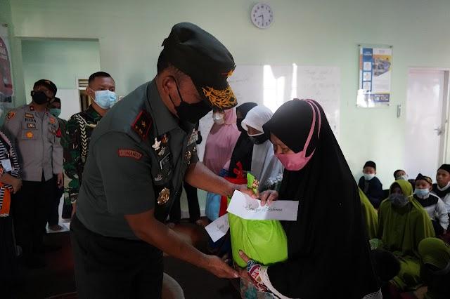 Pesan Terbaik Danrem 061/Sk  Untuk Para Anak Yatim dan Dhuafa di Yayasan Mizan Amanah