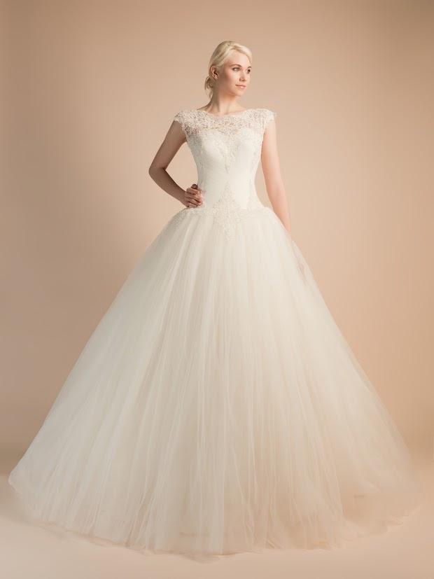 Robe de mariée Avoine, robe de mariée princesse avec dentelle fine, robe de mariée drapé très fin, dos très joli