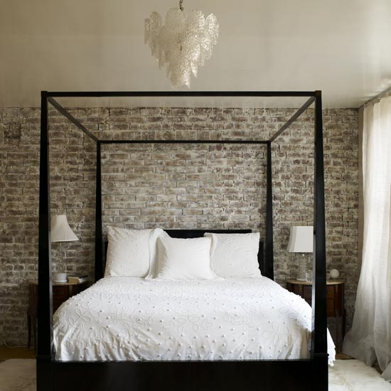 mix and chic contemporary and gorgeous four poster bed. Black Bedroom Furniture Sets. Home Design Ideas