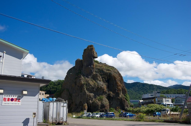 港のゴジラ岩