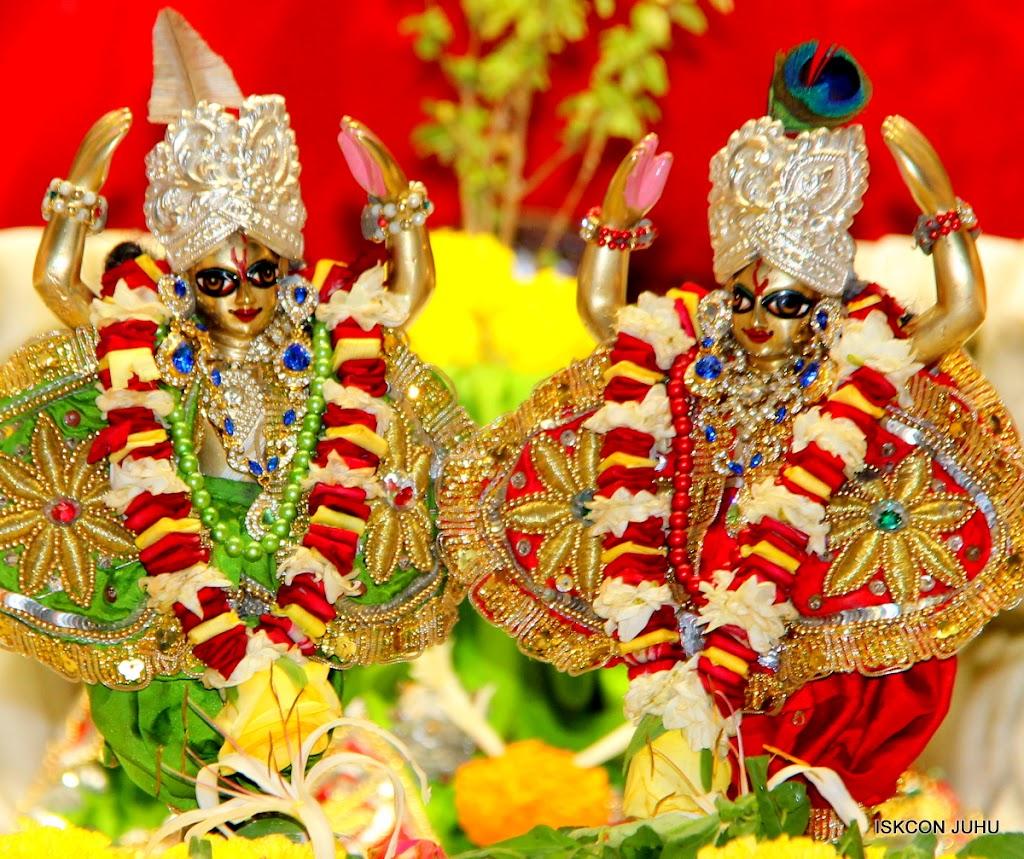 ISKCON Juhu Sringar Deity Darshan on 3rd May 2016 (43)