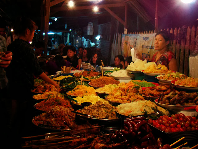 Mercado nocturno, segundos antes de quedarse sin luz