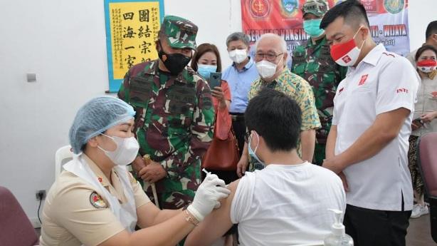 Kodam I/BB Bersama Perhimpunan Inti Sumut dan Yayasan Wijaya Bergandengan Tangan Dalam Mengejar Target Program Vaksinasi