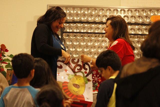 Servants Christmas Gift Exchange - _MG_0801.JPG