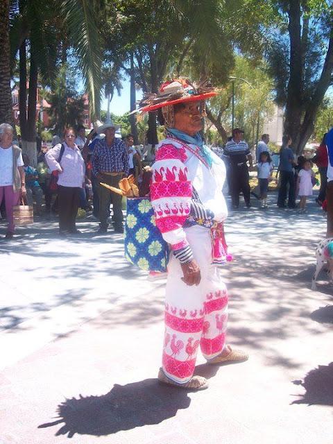 Ceremonia de Xicuri Neira con los hermanos Wixarikas (huicholes) - 29333_112393665462340_100000751222696_76197_703804_n%255B1%255D.jpg