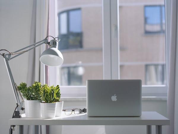 What's on my desk | Wat kan er niet ontbreken op mijn bureau?