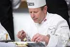 Lars-Erik Underthun, a zsűri norvég tagja kóstol a Bocuse d'Or szakácsverseny európai döntőjén, 2016 (MTI Fotó: Mohai Balázs)
