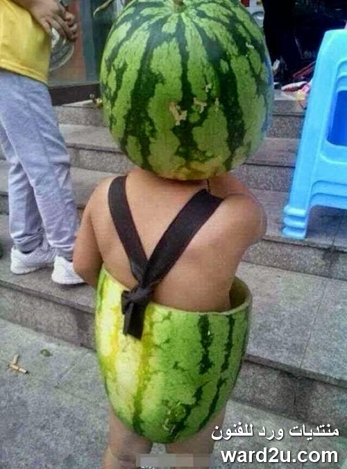 اطفال فى ازياء تنكريه من البطيخ