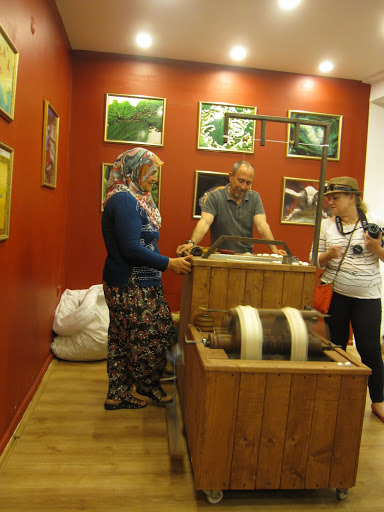 On the Making of Turkish Carpets: Culture, Skill, and Meaning.   At Barok Authentic Looms