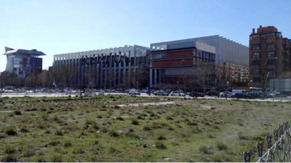 A subasta una parcela residencial de 2.000 m2 en la calle Méndez Álvaro
