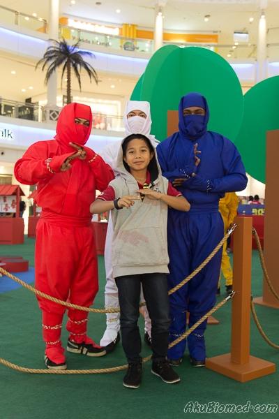 abang long bergambar bersama ninja